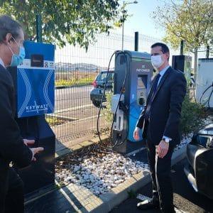Essai borne de recharge rapide parking entreprise